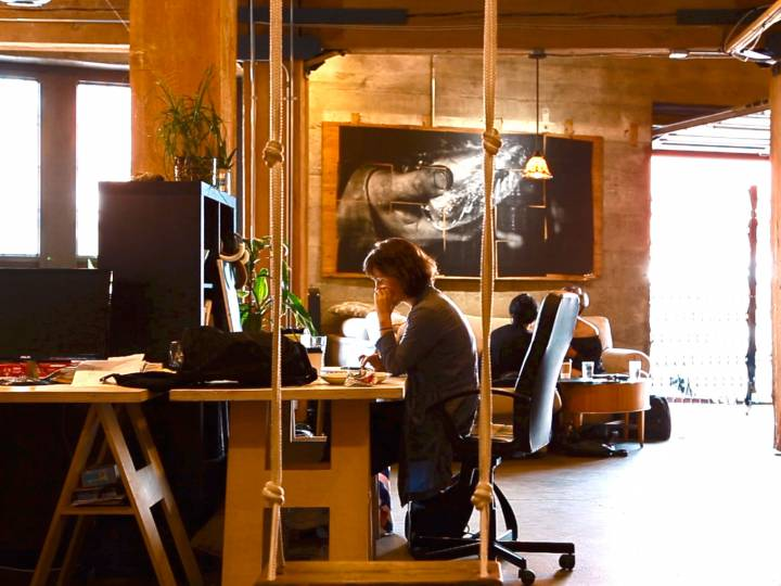 Coworking in Canada Vs Asia – Cafes Vs Workspace Vs Working from home